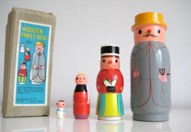 Wooden_nesting_dolls_1_2