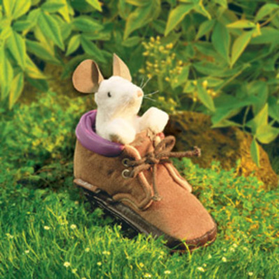 Mouseinshoe2445